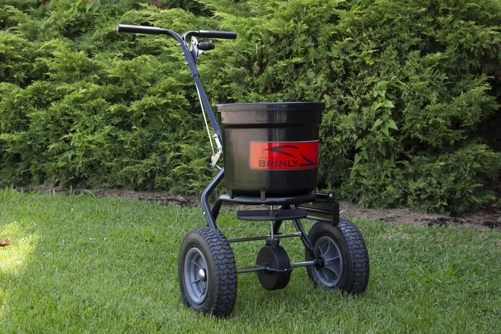P20 500BH with Deflector Main Outdoor 2 - 50 lb. Push Spreader with Deflector Kit | P20-500BHDF