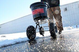 ice melt spreader for winter